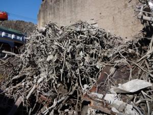 廃材から取り除いた異物