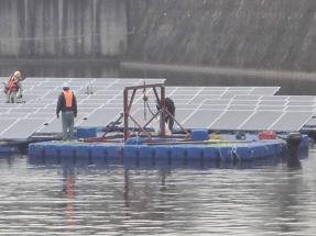 水上太陽光発電システムのユニットを水上で連結