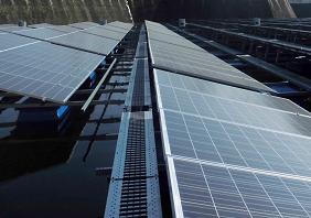 フロート式太陽光発電設備のメンテナンス通路