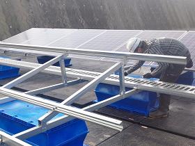 フロート式太陽光発電設備の架台組み立てが終了